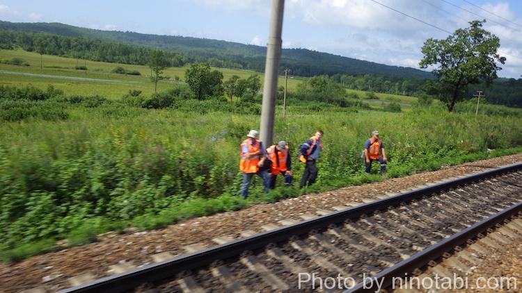 線路の点検をしていた鉄道作業員