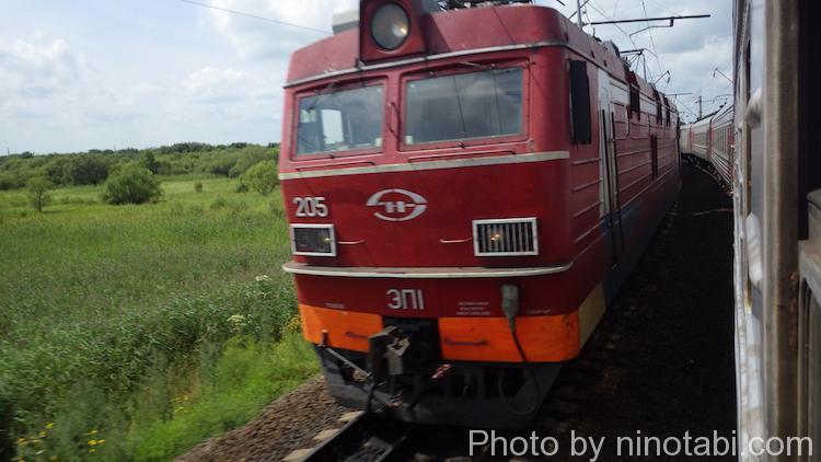 反対方面へ向かう列車