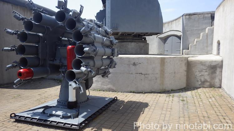 ミサイル発射口