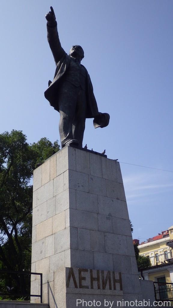 駅前のレーニン像