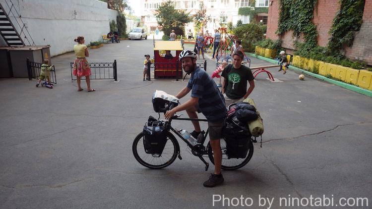 ロシアを自転車で横断するサム