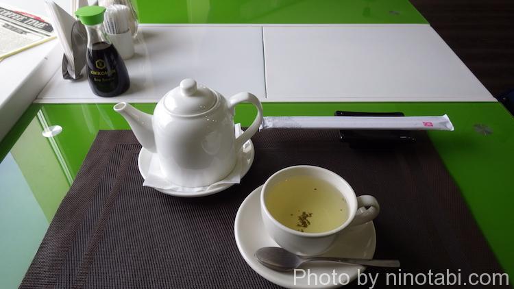食後は緑茶