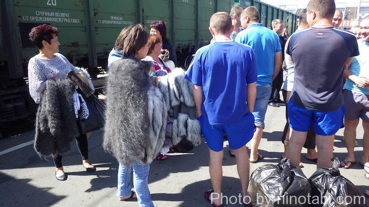 毛皮を売っていた女性たち