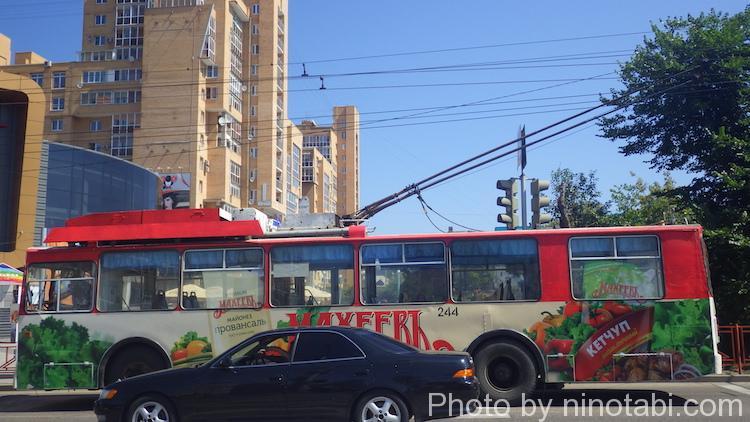 市内を走るトロリーバス
