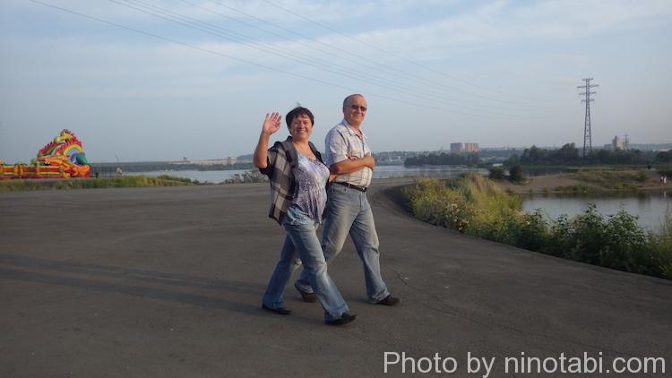 散歩していたご夫婦