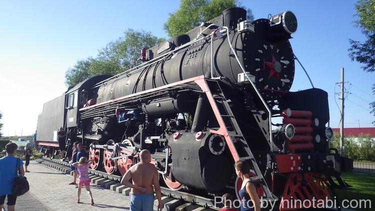 ナズィヴァエフスカヤヴァグザールにあった機関車の展示