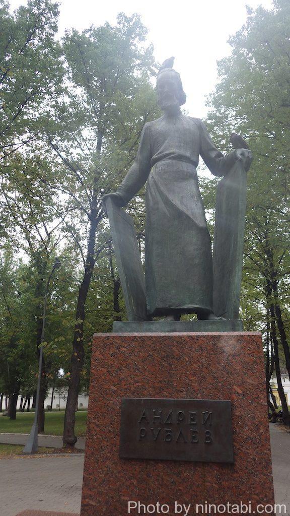 アンドレイ・ルブリョフの像