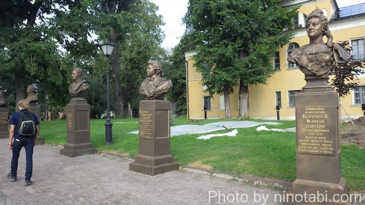 アンドレイ・ルブリョフ記念美術館中庭銅像