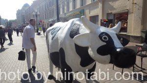 牛とドミートリイ