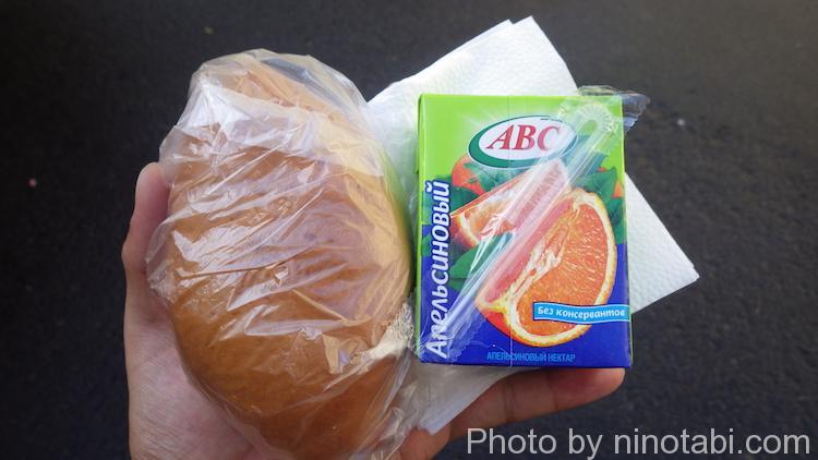 パンとオレンジジュース