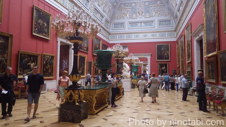 スペイン美術の展示へ続く部屋