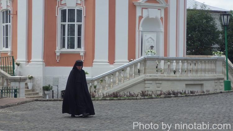 修道院内の神学生