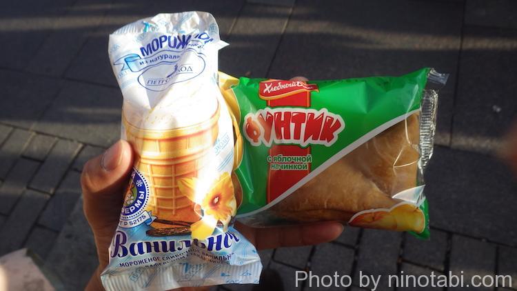 腹ごしらえのアイスとパン