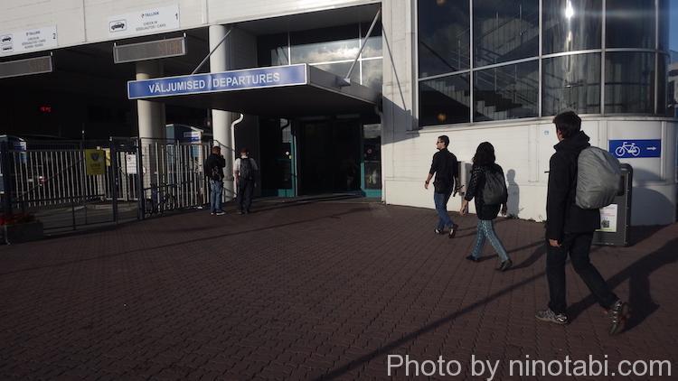ターミナルD入口