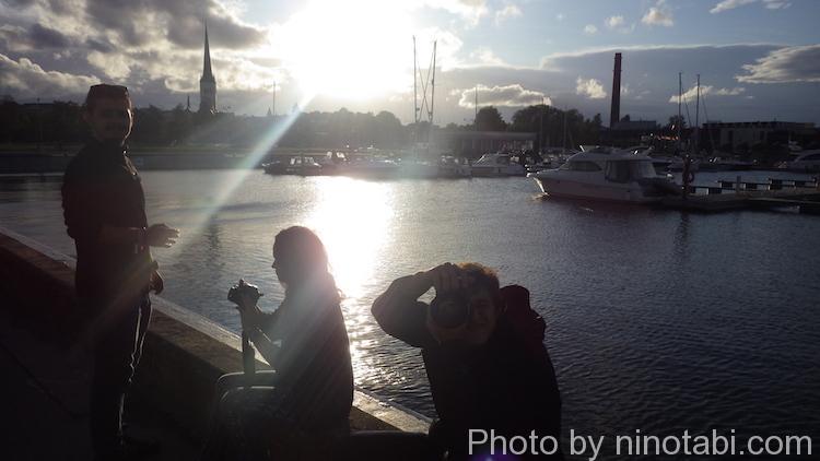 4人の思い出のタリンの港