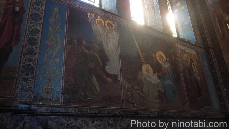 内壁に描かれた聖書の場面