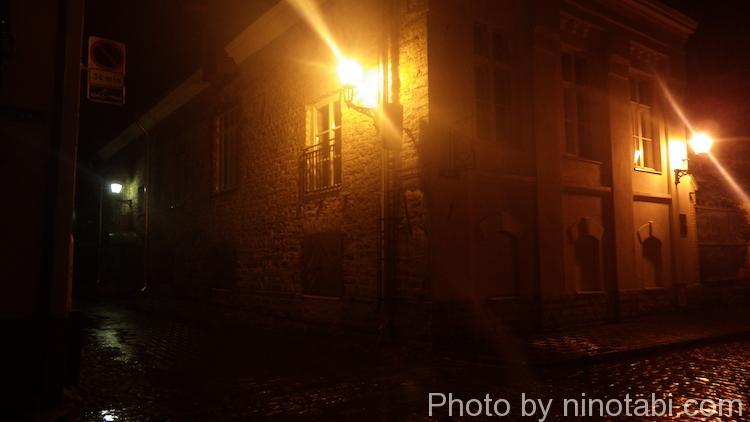 3人を迎えに深夜の旧市街へ