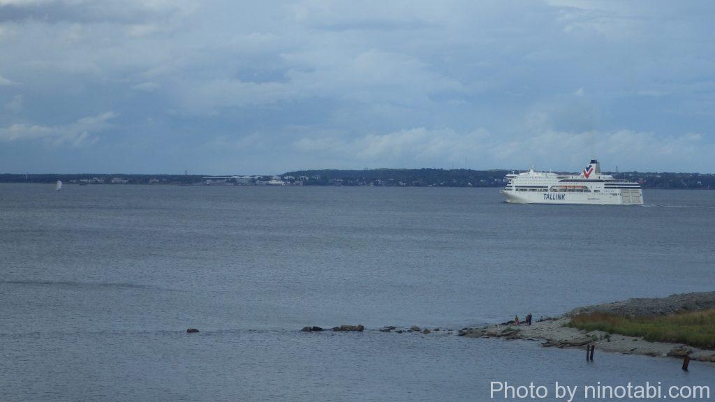 タリン港から出るクルーズ船