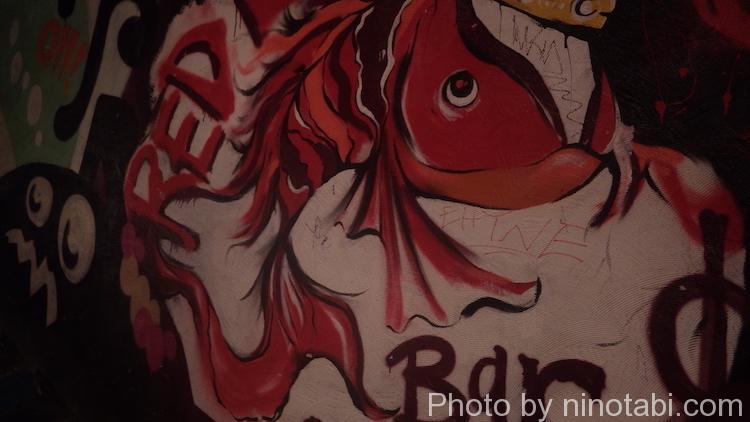 バーの壁の画
