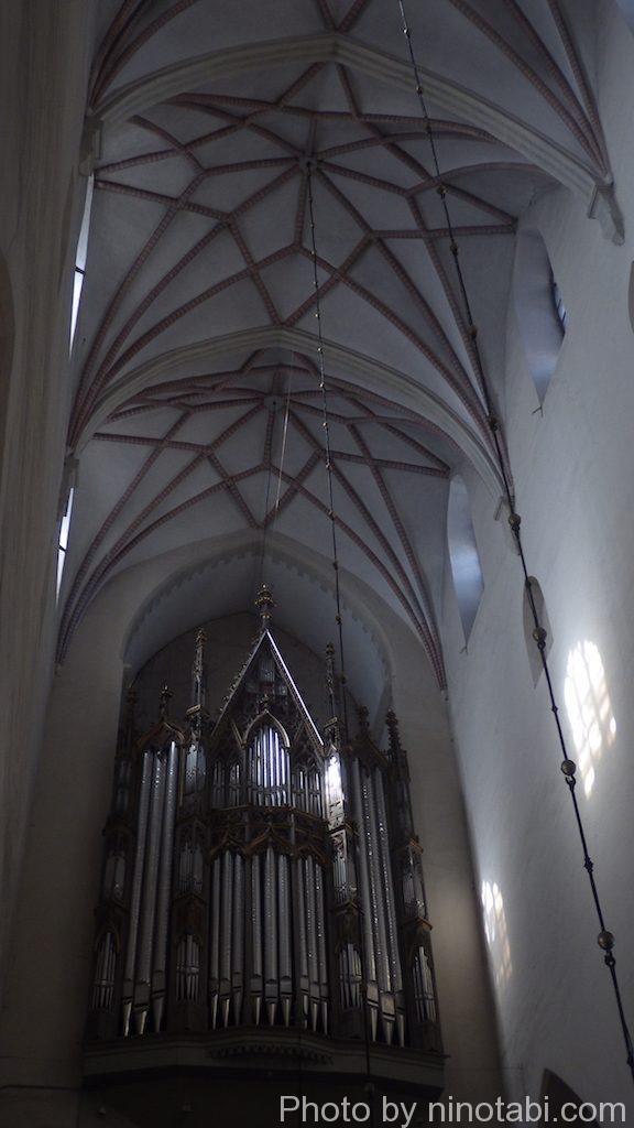 聖オレフ教会内オルガン