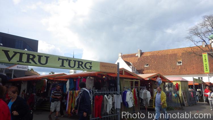 ヴィル門の近くにあった民芸品市