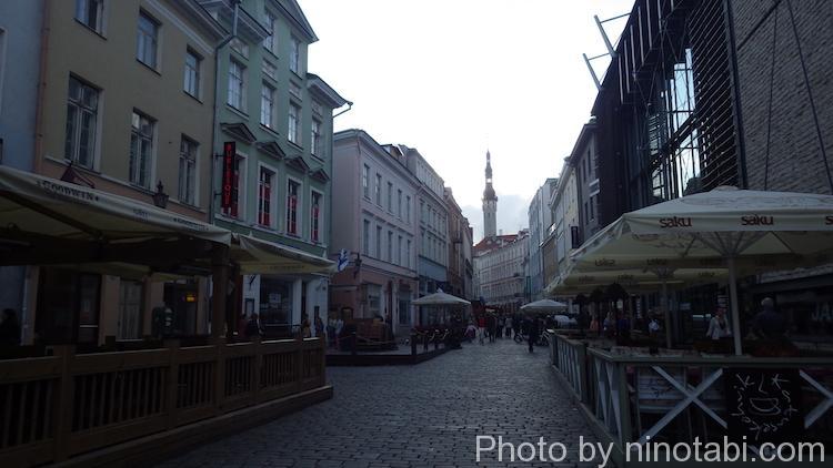 日が陰り始めた旧市街