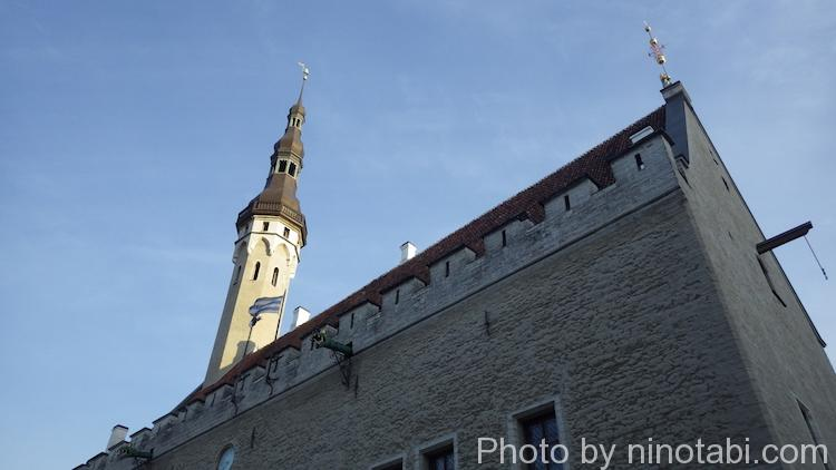 夕日に当たる旧市庁舎
