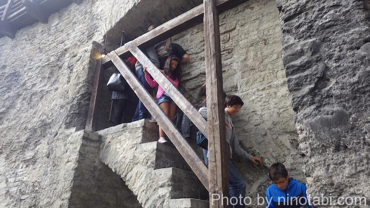 城壁上に上がる階段