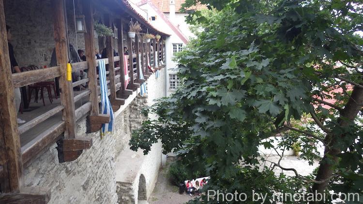 城壁上のカフェの景色