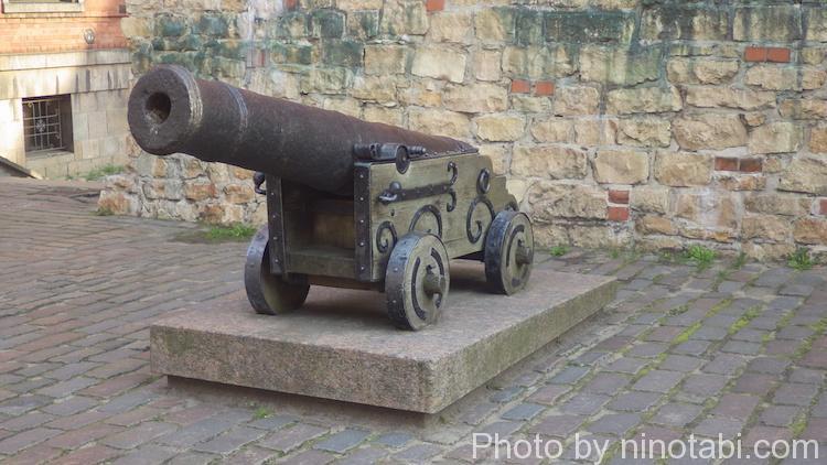 大砲のモニュメント